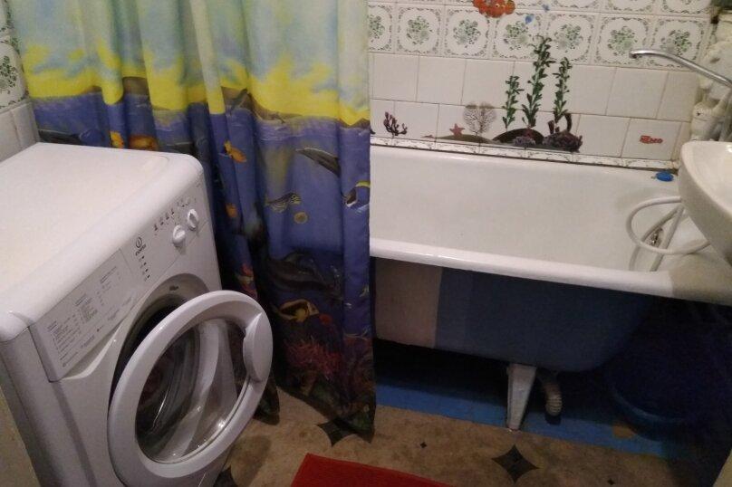 2-комн. квартира, 47 кв.м. на 6 человек, улица Масленникова, 5, Омск - Фотография 9