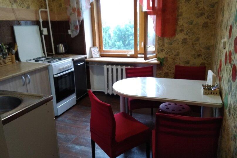 2-комн. квартира, 47 кв.м. на 6 человек, улица Масленникова, 5, Омск - Фотография 14