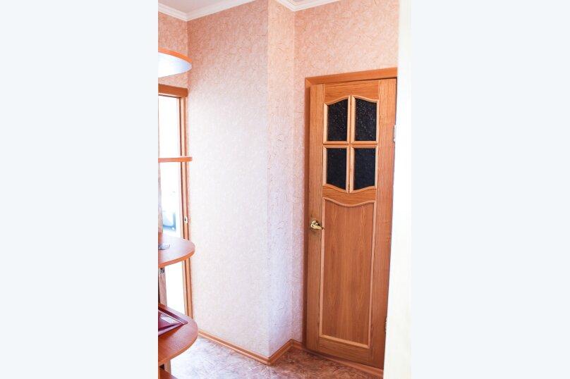 1-комн. квартира, 38 кв.м. на 4 человека, улица 10 лет Октября, 105, Омск - Фотография 10