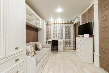 2-комн. квартира, 42 кв.м. на 3 человека, улица Менделеева, 8, Симферополь - Фотография 1