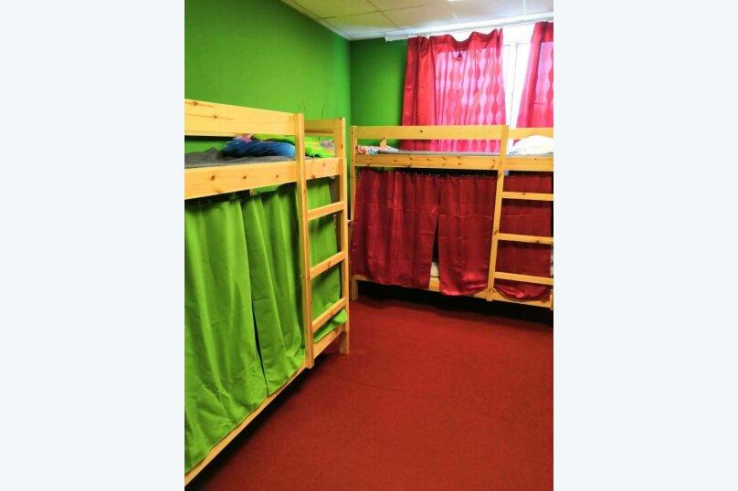 Кровать в общем номере для мужчин, проспект Непокорённых, 6к1, Санкт-Петербург - Фотография 1
