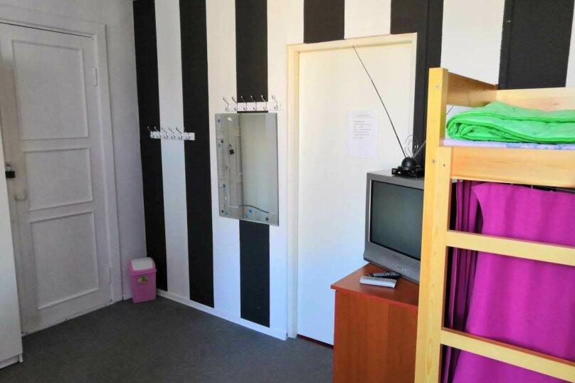 Кровать в общем номере для женщин, проспект Непокорённых, 6к1, Санкт-Петербург - Фотография 1
