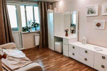 2-комн. квартира, 43 кв.м. на 4 человека, улица Пионеров, 12к3, Екатеринбург - Фотография 1