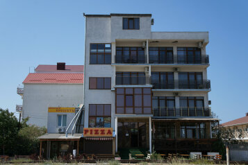 """Отель """"АкунаМатата"""", Морская улица, 9А на 14 номеров - Фотография 1"""
