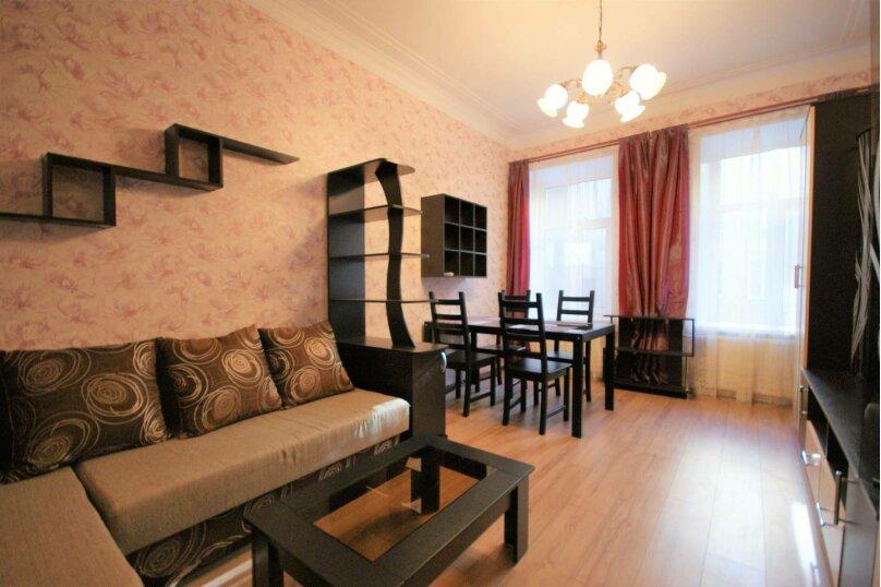 3-комн. квартира, 64 кв.м. на 6 человек, 14-я линия Васильевского острова, 35, Санкт-Петербург - Фотография 1