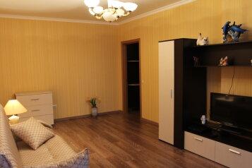 2-комн. квартира, 55 кв.м. на 5 человек, улица Беляева, 35к2, Тюмень - Фотография 1