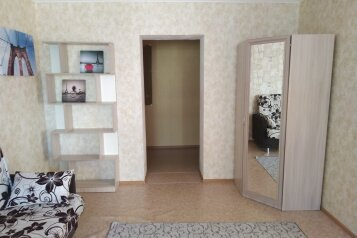 1-комн. квартира, 34 кв.м. на 4 человека, улица Малиновского, 8, Тюмень - Фотография 1