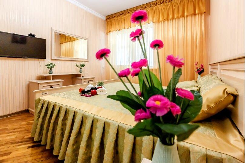 """Дом в 3-х уровнях """"Атлантида - 4"""", 180 кв.м. на 10 человек, Карачаевская улица, 52а, Домбай - Фотография 1"""