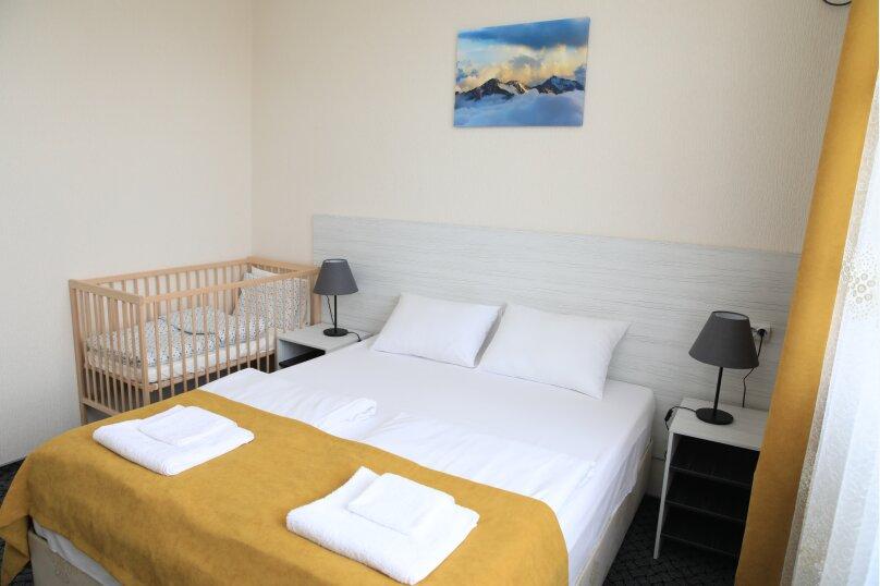 Семейный 2х комнатный номер с 1й двухспальной или 2мя односпальными кроватями и диваном с видом во внутренний двор, Штурманский переулок, 27, Головинка - Фотография 1