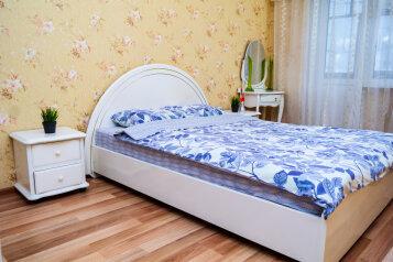 3-комн. квартира, 63 кв.м. на 6 человек, 8 микрорайон, 47, Тобольск - Фотография 1