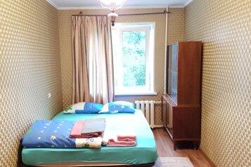 2-комн. квартира, 45 кв.м. на 6 человек, проспект Острякова, 7, Владивосток - Фотография 1