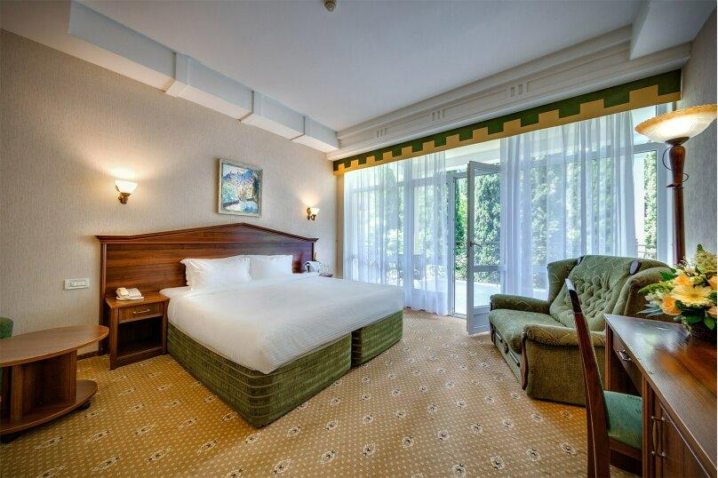 2-комнатный 2-местный номер категории «Люкс», Алупкинское шоссе, 12А, Ялта - Фотография 1