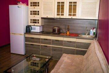 2-комн. квартира, 45 кв.м. на 4 человека, Камская улица, 43, Владивосток - Фотография 1