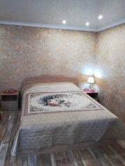 2-комн. квартира, 40 кв.м. на 5 человек, проспект Ермака, 73, Новочеркасск - Фотография 1