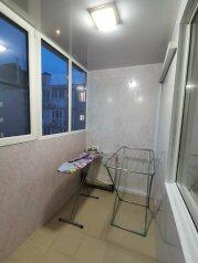 1-комн. квартира, 28 кв.м. на 3 человека, улица 8-й Воздушной Армии, 14, Волгоград - Фотография 1