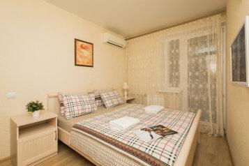 2-комн. квартира, 60 кв.м. на 5 человек, бульвар Мира, 10, Нижний Новгород - Фотография 1