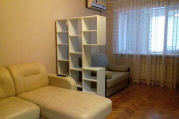 1-комн. квартира, 46 кв.м. на 5 человек, проспект Ленина, 61, Новороссийск - Фотография 1