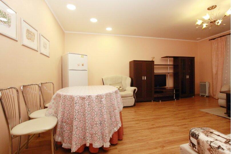 2-комн. квартира, 65 кв.м. на 5 человек, улица 40-летия Победы, 31В, Челябинск - Фотография 1