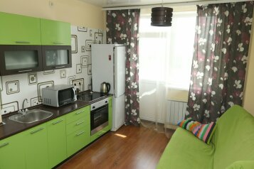 1-комн. квартира, 52 кв.м. на 4 человека, улица Серафимы Дерябиной, 37, Екатеринбург - Фотография 1