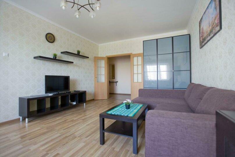 3-комн. квартира, 100 кв.м. на 12 человек, Коломяжский проспект, 26, Санкт-Петербург - Фотография 1