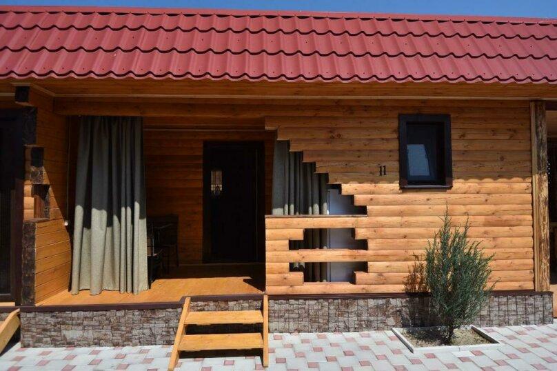 Дом двухкомнатный, ул. Прибрежная, 75, Голубицкая - Фотография 1