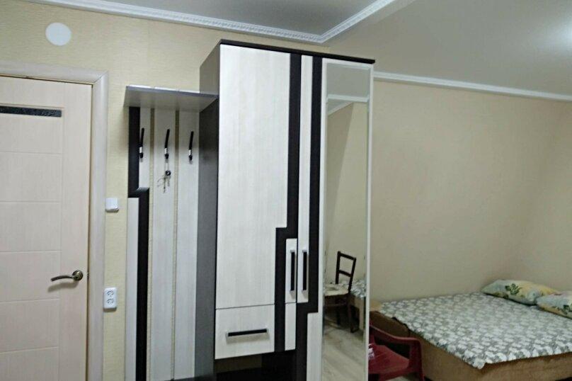 Второй этаж уютного домика в центре города, 18 кв.м. на 3 человека, 1 спальня, улица Чехова, 21, Феодосия - Фотография 3