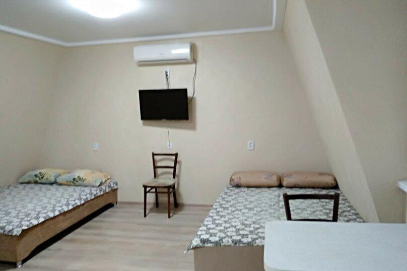 Второй этаж уютного домика в центре города, 18 кв.м. на 3 человека, 1 спальня, улица Чехова, 21, Феодосия - Фотография 5
