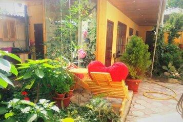 Дом, 100 кв.м. на 9 человек, 3 спальни, улица 14 Апреля, 19, Судак - Фотография 1