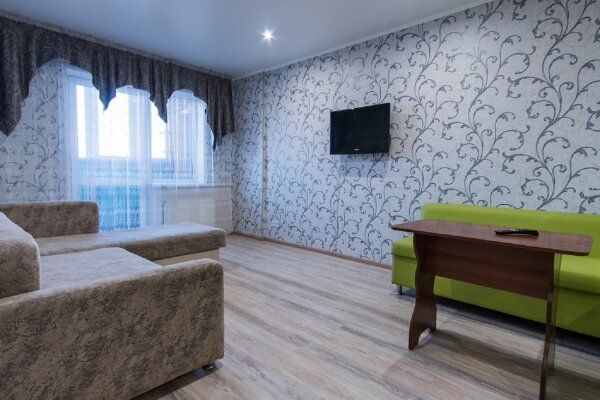 2-комн. квартира, 45 кв.м. на 4 человека, проспект Строителей, 18, Барнаул - Фотография 1