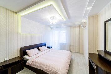 2-комн. квартира, 65 кв.м. на 6 человек, проспект Ямашева, 43, Казань - Фотография 1