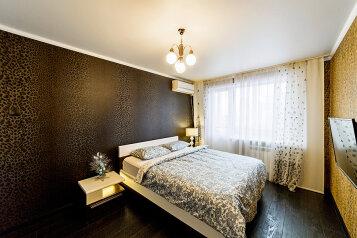 2-комн. квартира, 54 кв.м. на 5 человек, проспект Ямашева, 54к4, Казань - Фотография 1