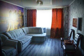3-комн. квартира, 69 кв.м. на 7 человек, переулок Николая Гастелло, 6/1, Бийск - Фотография 1