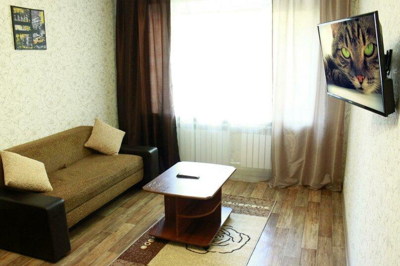 2-комн. квартира на 6 человек, улица Ильи Мухачева, 133, Бийск - Фотография 2