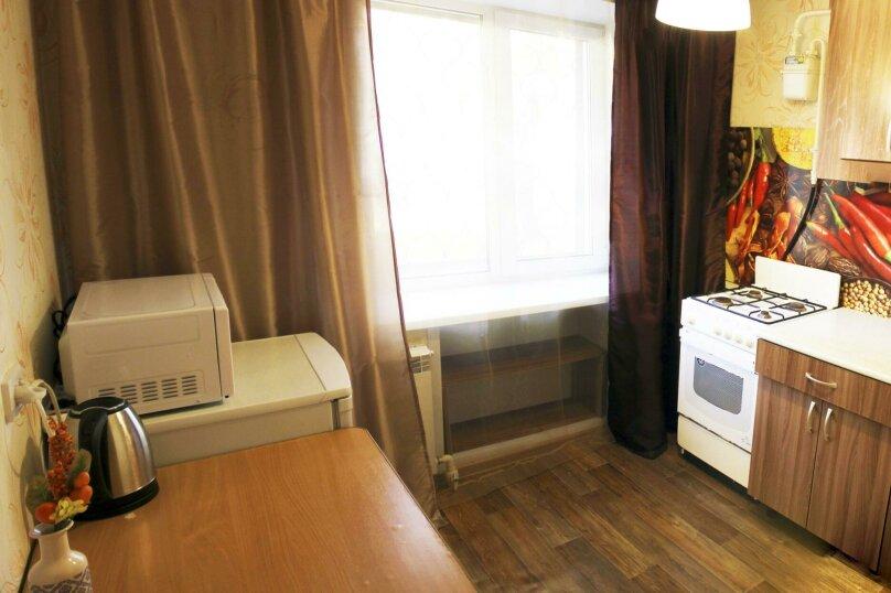 2-комн. квартира на 6 человек, улица Ильи Мухачева, 133, Бийск - Фотография 3
