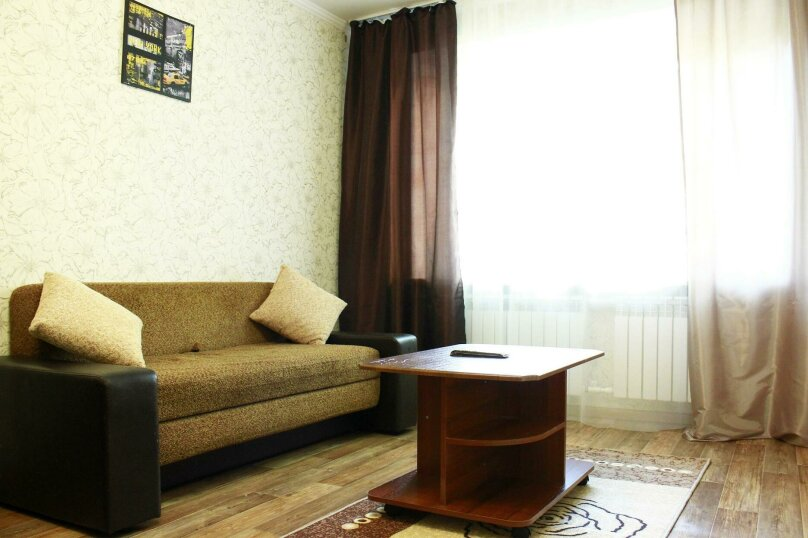 2-комн. квартира на 6 человек, улица Ильи Мухачева, 133, Бийск - Фотография 4