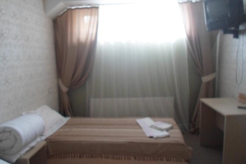 Бюджетный двухместный номер с двумя раздельными кроватями, улица Качинцев, 94А, Волгоград - Фотография 1
