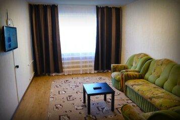 2-комн. квартира на 6 человек, улица Ильи Мухачева, 258, Бийск - Фотография 1