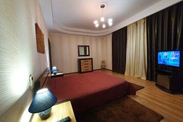 1-комн. квартира, 64 кв.м. на 4 человека, улица Павла Дыбенко, 20, Севастополь - Фотография 1