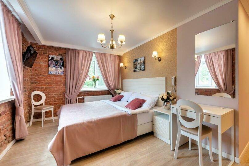 Улучшенный двухместный номер с 1 кроватью или 2 отдельными кроватями, проспект Обуховской Обороны, 11, Санкт-Петербург - Фотография 1