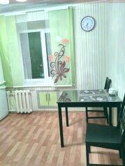 1-комн. квартира, 38 кв.м. на 4 человека, улица Годовикова, 2, Череповец - Фотография 1