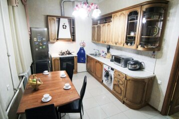 4-комн. квартира, 140 кв.м. на 12 человек, набережная канала Грибоедова, 14, Санкт-Петербург - Фотография 1