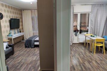 1-комн. квартира, 50 кв.м. на 4 человека, улица Оптиков, 51к1, Санкт-Петербург - Фотография 1