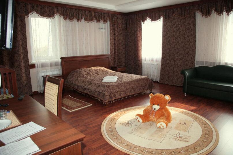 Люкс семейный (с детской кроваткой), Камская улица, 1, Саратов - Фотография 1