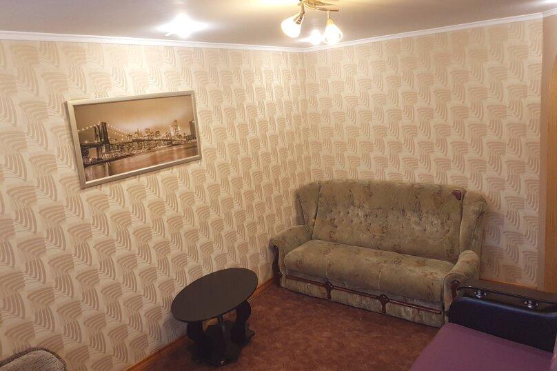 2-комн. квартира, 49 кв.м. на 5 человек, улица Кирова, 31, Керчь - Фотография 10