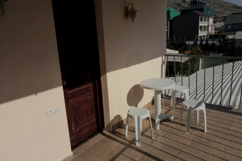 3-х местне номера со всеми условиями и с балконам , улица Академика Сахарова, 34, Судак - Фотография 1