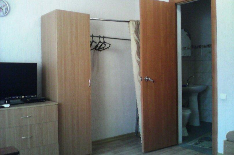 Четырех-местный номер на первом этаже( Угловой диван и две односпальные кровати), Набережная, 12 а, село Курортное - Фотография 3