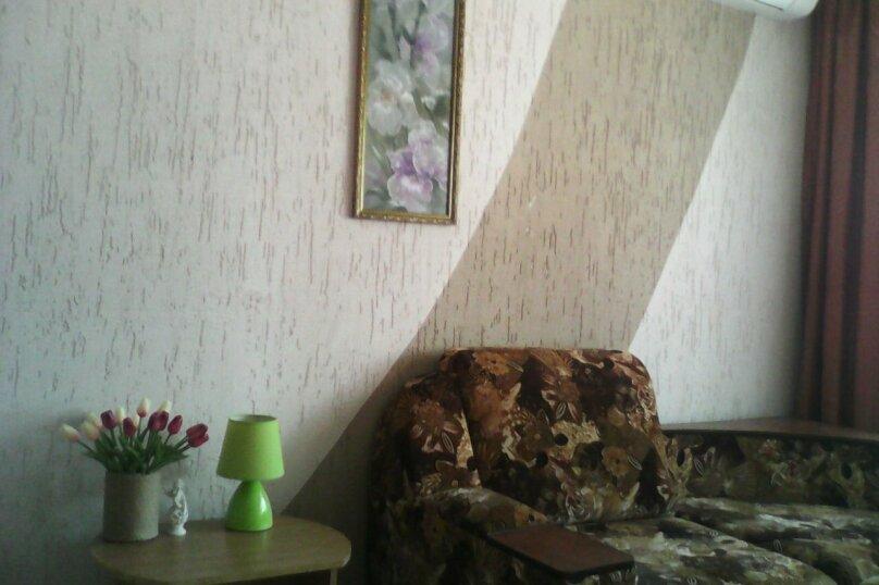 Четырех-местный номер на первом этаже( Угловой диван и две односпальные кровати), Набережная, 12 а, село Курортное - Фотография 5