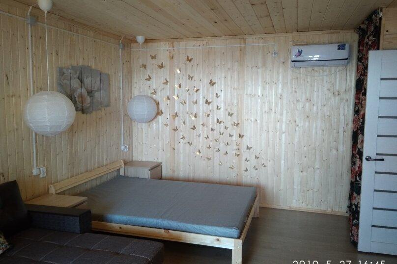 Четырех-местный номер на первом этаже( Угловой диван и двухспальная кровать), Набережная, 12 а, село Курортное - Фотография 2