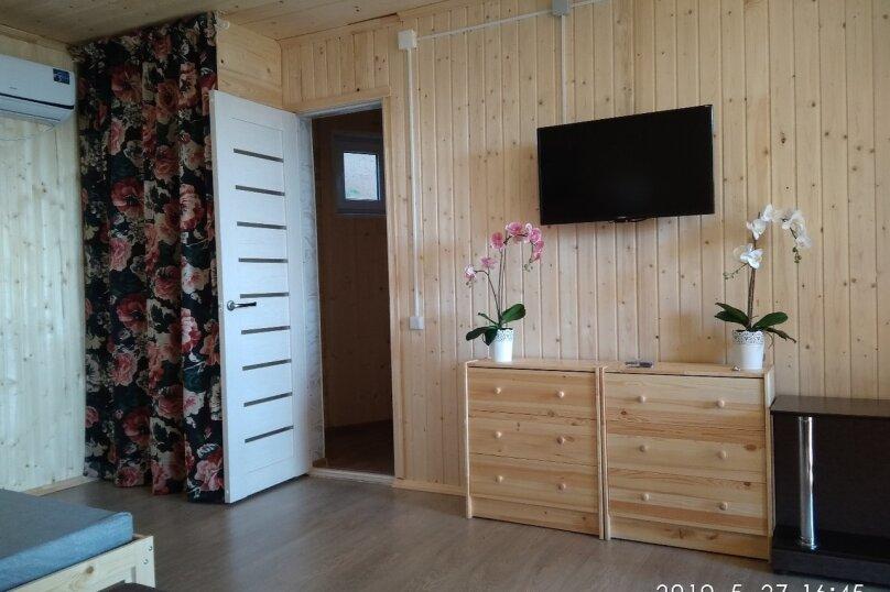 Четырех-местный номер на первом этаже( Угловой диван и двухспальная кровать), Набережная, 12 а, село Курортное - Фотография 3