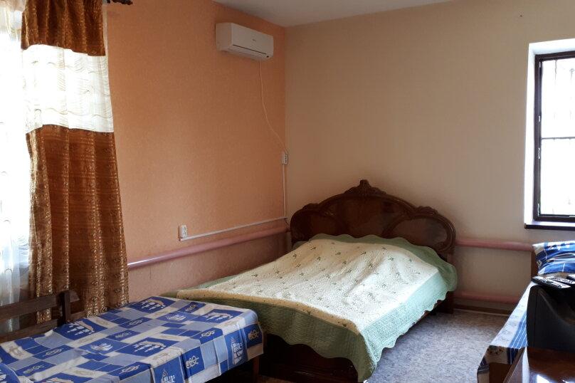 комната на первом этаже, Центральная улица, 20, Витязево - Фотография 1